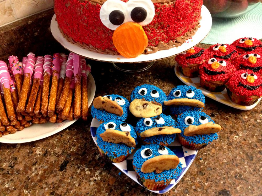 How to Make Homemade Sesame Street Desserts - Elmo Cake and Cookie Monster Cupcakes