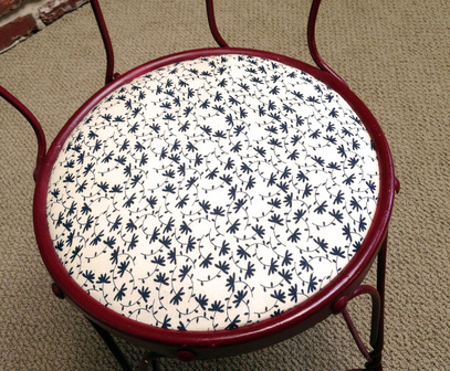 Easy Tutorial for Fixing Up Old Chairs with Spray Paint and New Fabric