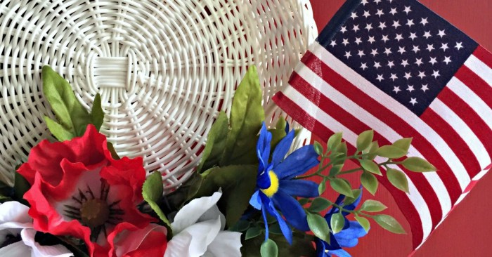 4th of July Wreath Tutorial (Without Using Glue)