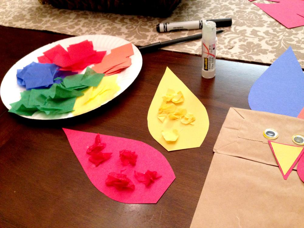 Making a Paper Bag Turkey Puppet, easy Thanksgiving craft