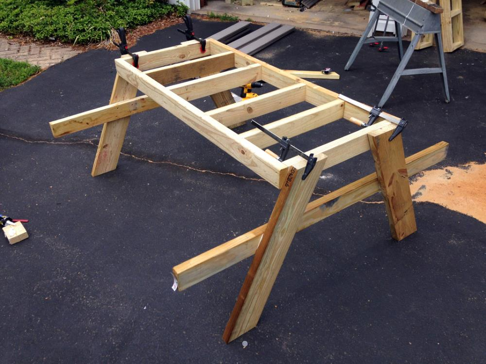 Using 2x4x and composite decking to build an outdoor DIY picnic table with attached seating