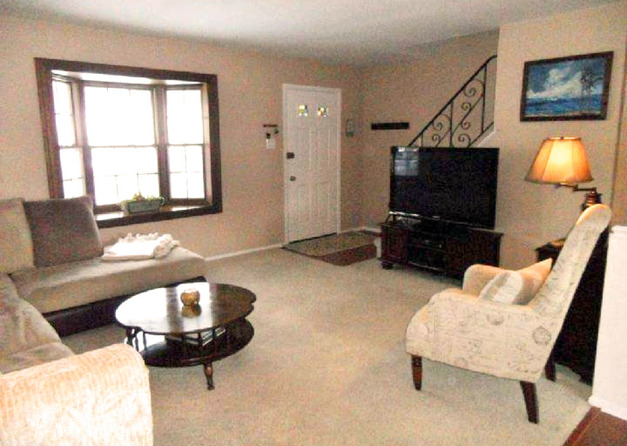 Living room staged to sell your house in 7 days or less