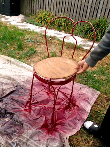 Easy Tutorial on Spraying Painting Old Chairs