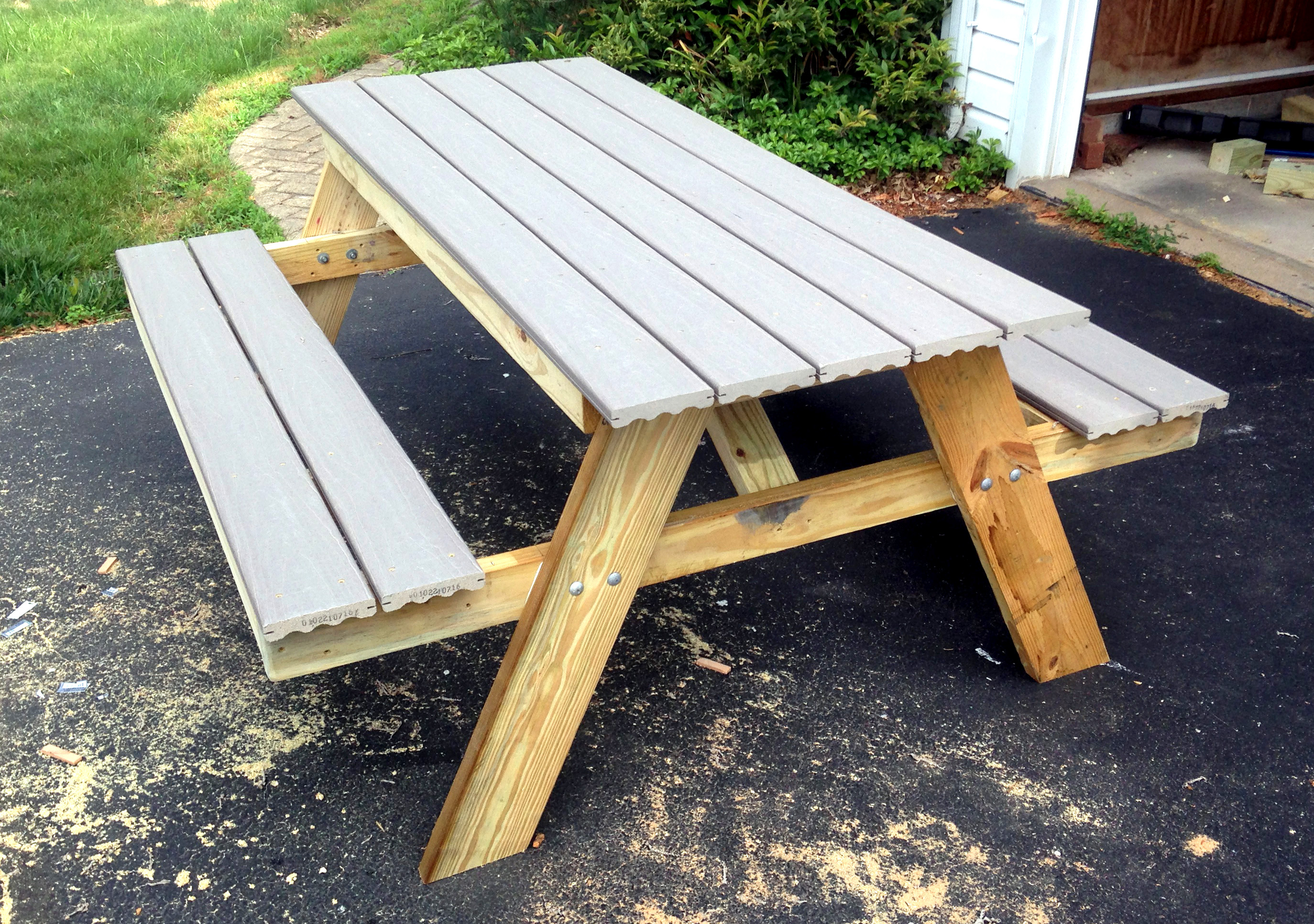 DIY Picnic Table That You Can Build In A Day