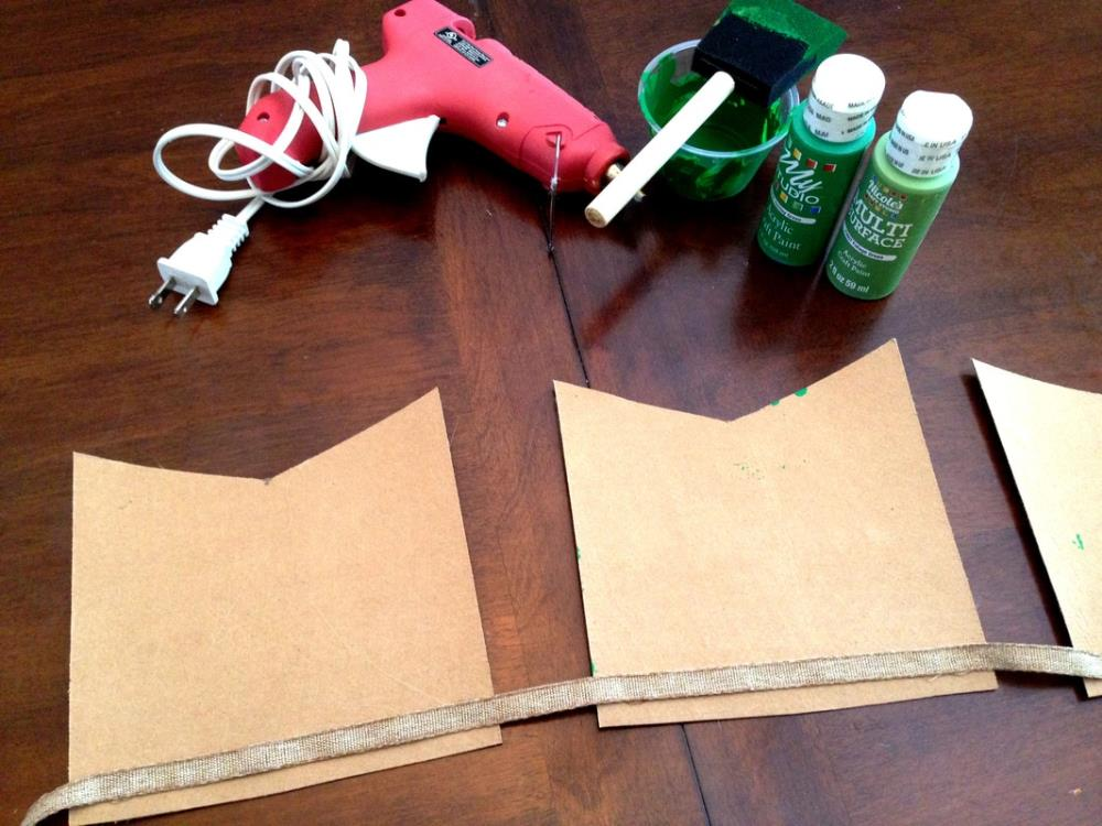 How to Make a DIY Burlap Banner that's Easy