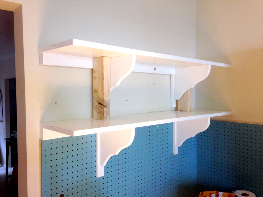 Attaching shelves to wall - free DIY building plans