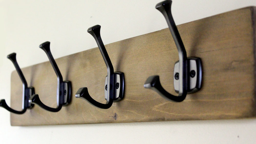 Perfect for beginner woodworkers - DIY Hook Rack