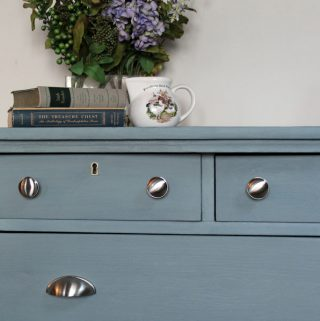 How to transform old furniture with milk paint