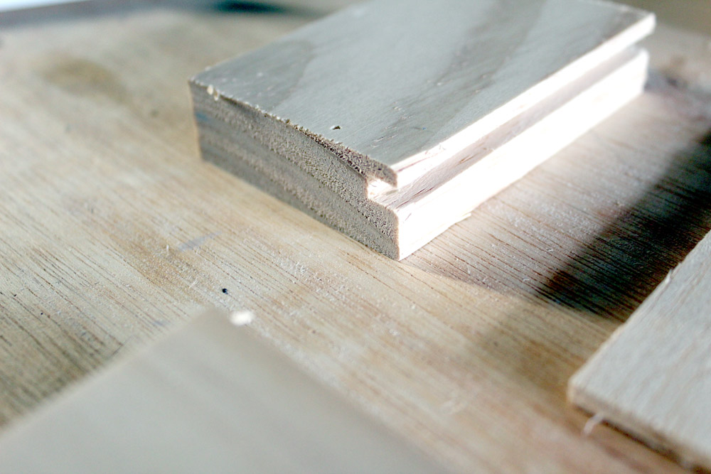Cutting groove into drawer front wood for easily assembly