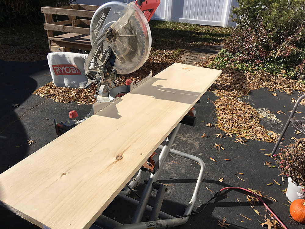 Cutting boards to make the DIY wall wooden wall clock