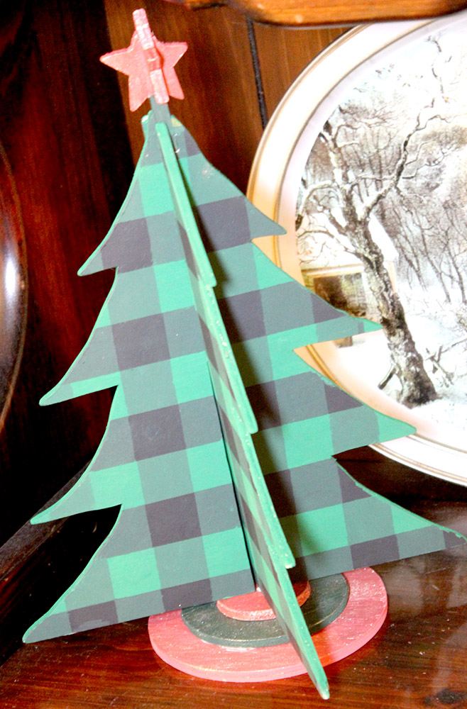 DIY Buffalo Check Wooden Christmas Tree