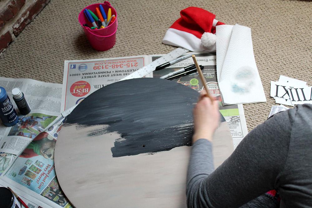 Painting the DIY wooden wall clock chalkboard black