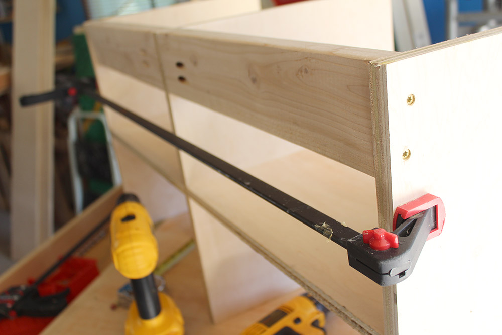 Using deck screws to join together pieces of the DIY entryway bench