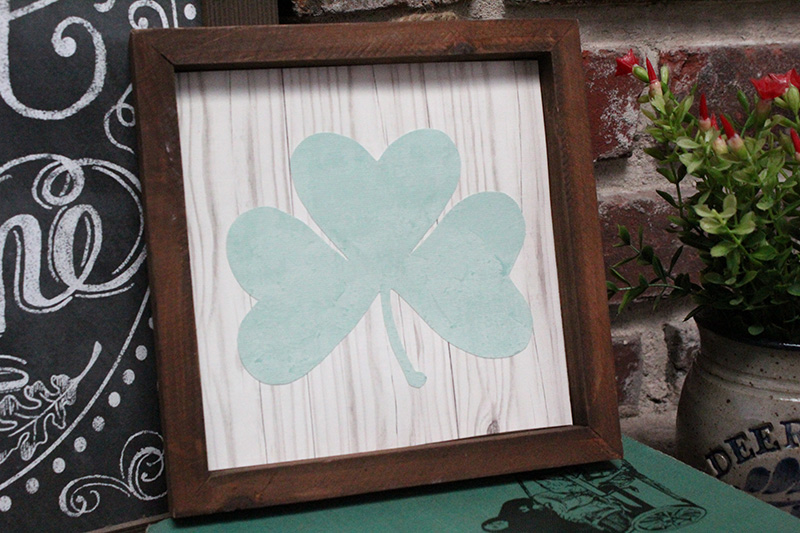 Cute St. Patrick's Day ideas - easy DIY wall decor craft