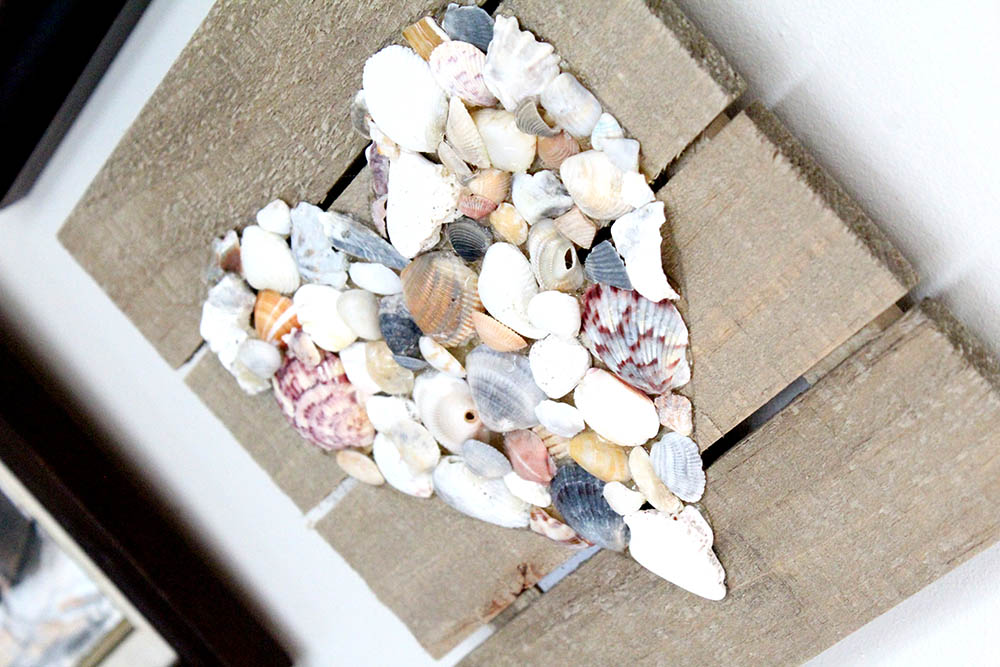 Make an easy DIY home decoration from seashells and driftwood